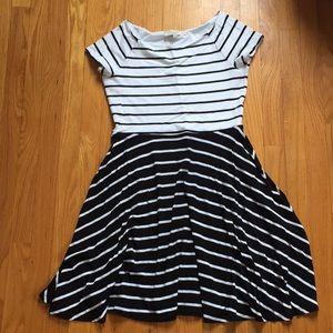 Dresses & Skirts - 3/$25 😍 Loft Striped Dress